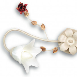 Plafoniera Rose in Metallo Bianco con Decoro a Rose Rosse e Diffusori in Vetro Fan Europe